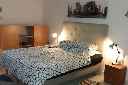 Comfy nice big room in 'Great' central location!*! - (off Rudolph Street) - Apartamento