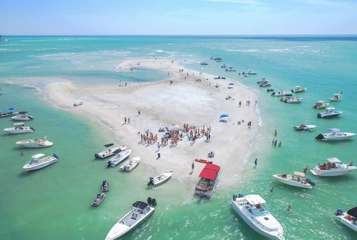 Sand Cay Party - weekends in Big Pass