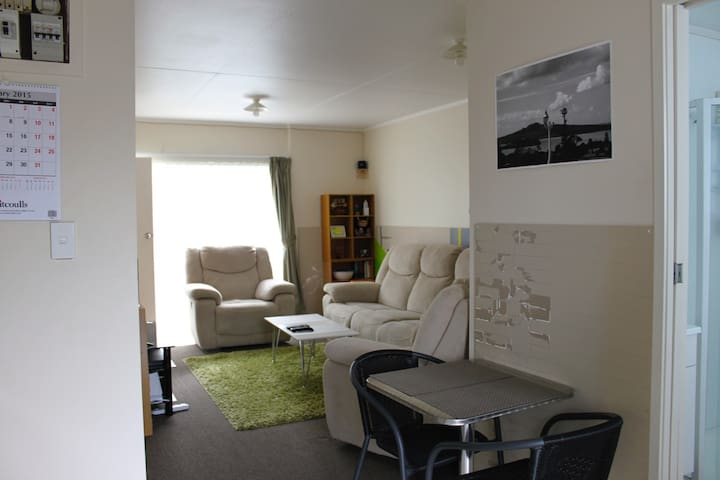 Cozy double room less than 10 minutes from CBD - Auckland - Leilighet