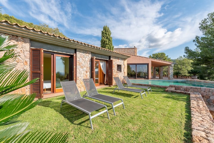 """""""Villa Can Toni Cat"""" com vista para a montanha, Wi-Fi, Varanda, Jardim, Terraços e Piscina; Estacionamento disponível"""