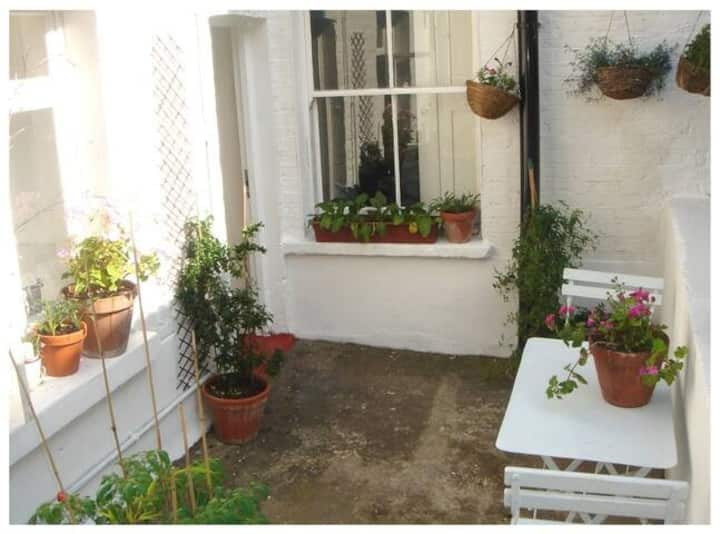 Lovely Victorian flat with own entrance and patio