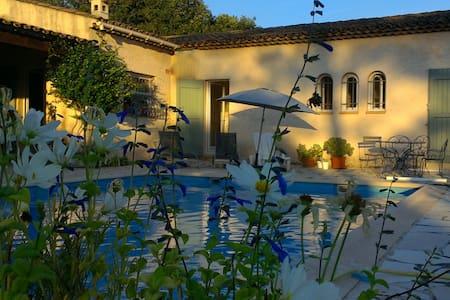 Chambre d'hôtes  Villa Compostelle - Roquefort-les-Pins