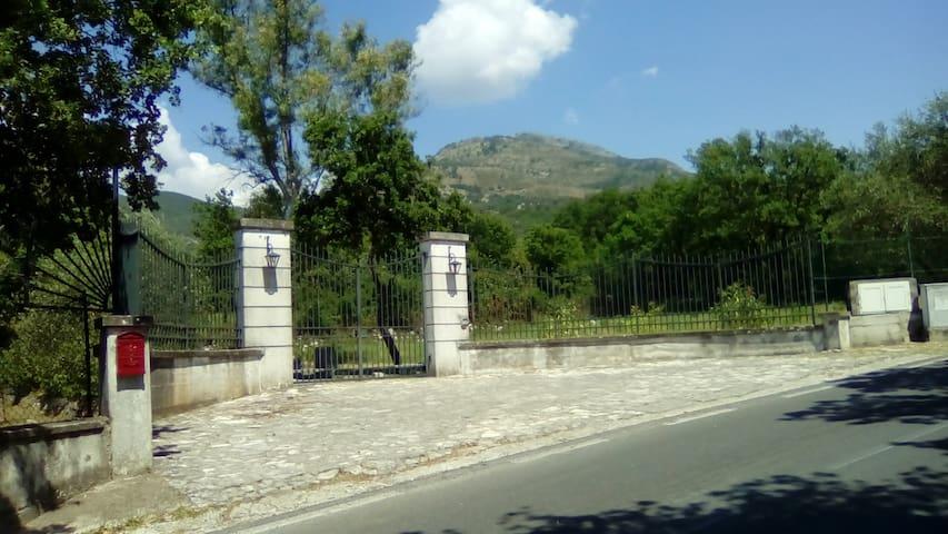 Camere in villa a Rocca d'Evandro