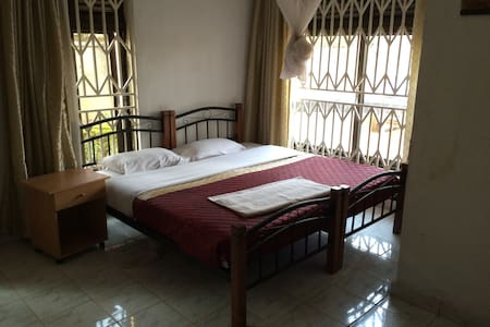 Romalo Guesthouse, Single Room - Kigali - Bed & Breakfast