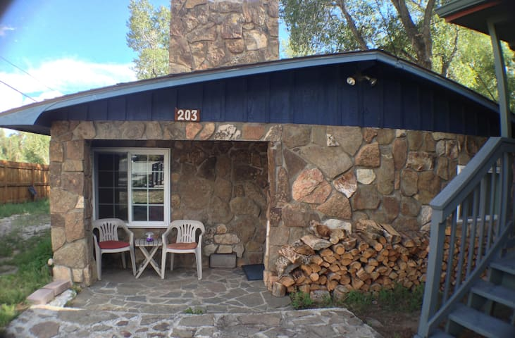 Hotels airbnb vacation rentals in buena vista colorado for Buena vista co cabins rentals