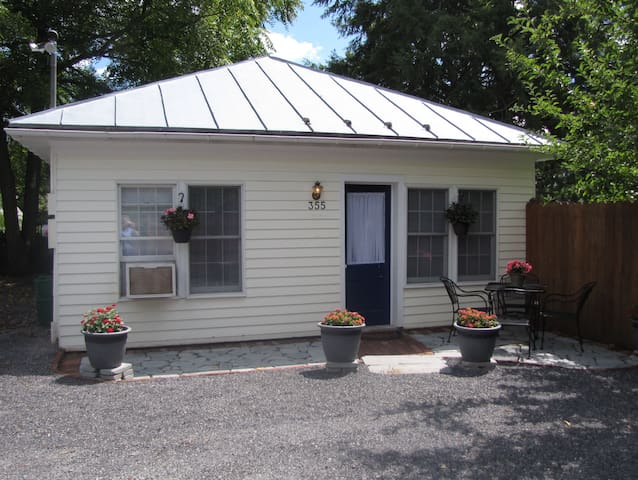 Guest Cottage in the heart of town. - Lewisburg - Casa