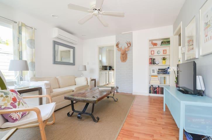 Walkable 2 bedroom in Greenwood