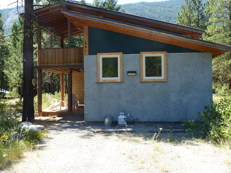 Front of Cabin from Driveway