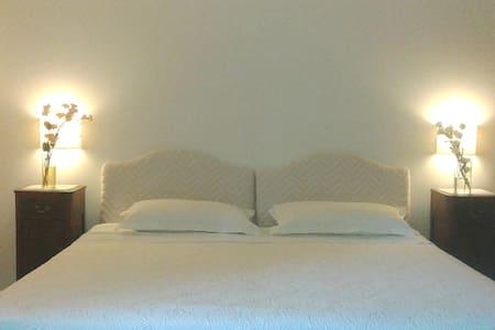 Eleganti camere  in antica  dimora  - Cerignola