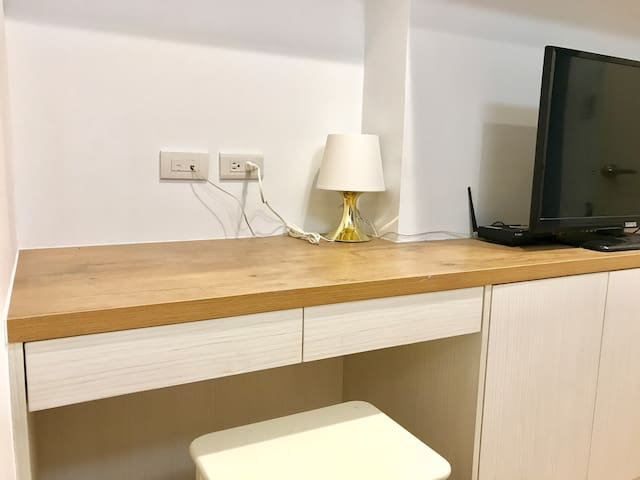 Beautiful Studio @ Ximen MRT (3 min walk)