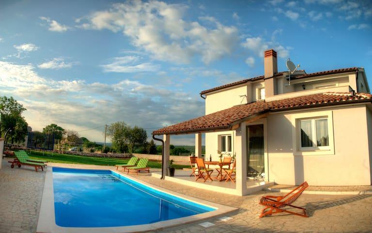 Villa Tranquilla - Krnica - Hus