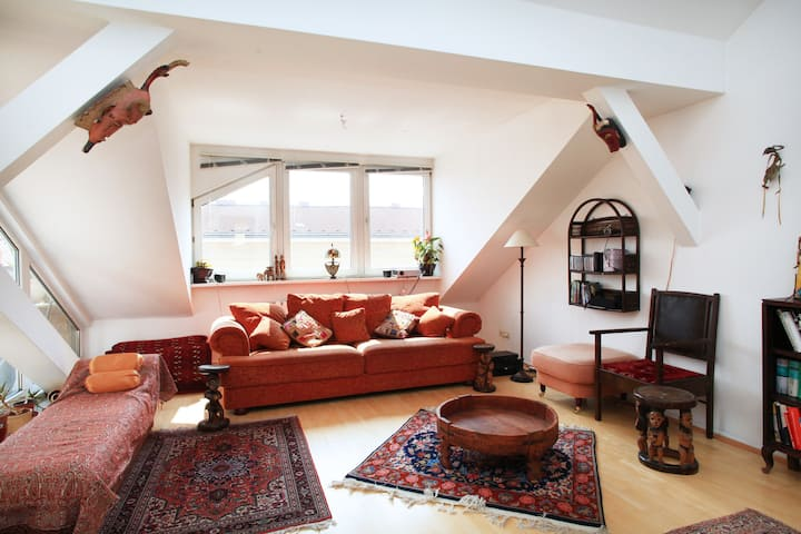 Sunny flat in Kreuzberg, Perfect to Work @ Home!