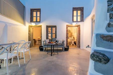 Santorini Amelisa traditional house, 6p, sea view