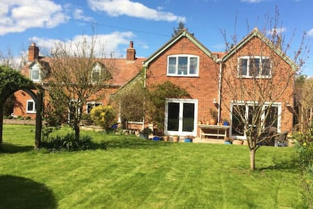 B&B Country Cottage nr Cheltenham Racecourse Rm2 - Kinsham - 住宿加早餐