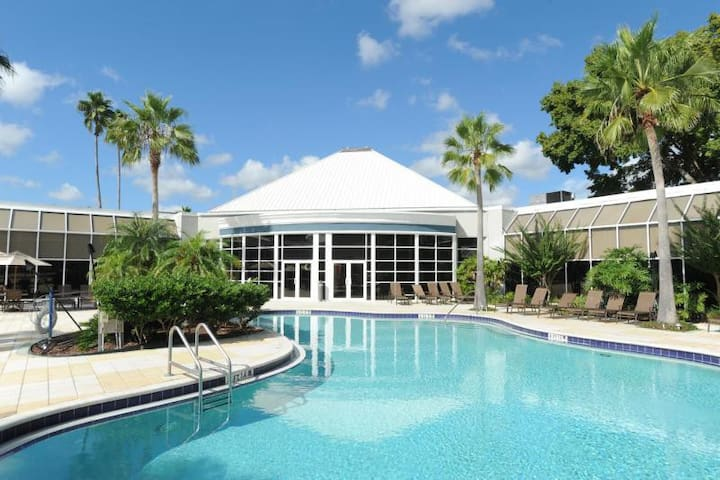 Next to Disney! Lovely Unit for 4, Pool, Tennis