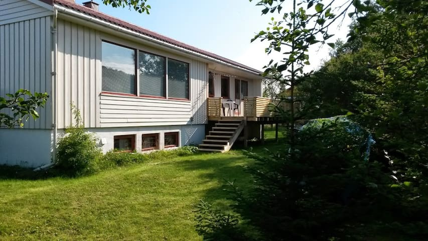 Detached house 5-6 persons on beautiful Sommarøy