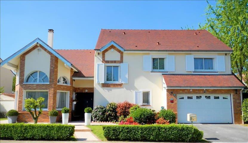 Villa de la Gondoire - Saint-Thibault-des-Vignes - Villa