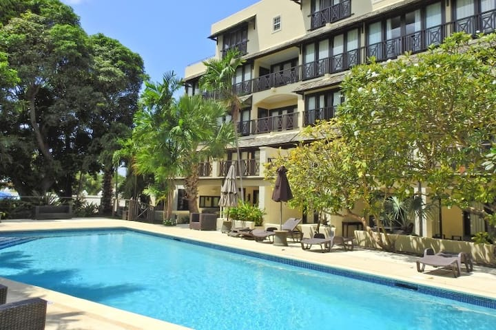 Modern 2 Bed/2 Bath Condo - with pool and gym