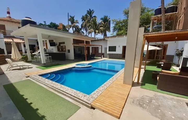 Casa de Betty con Piscina Privada en Mancora