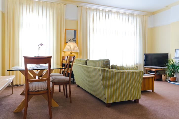 Spacious Seaside Town Maisonette - 4 Bedrooms