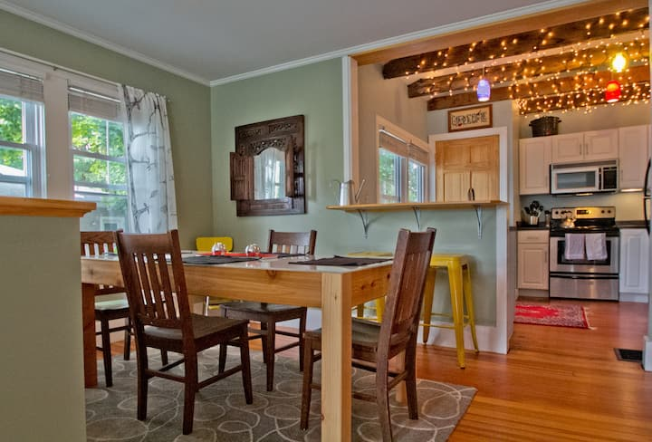 Adorable, pet friendly, close to beach & Portland!