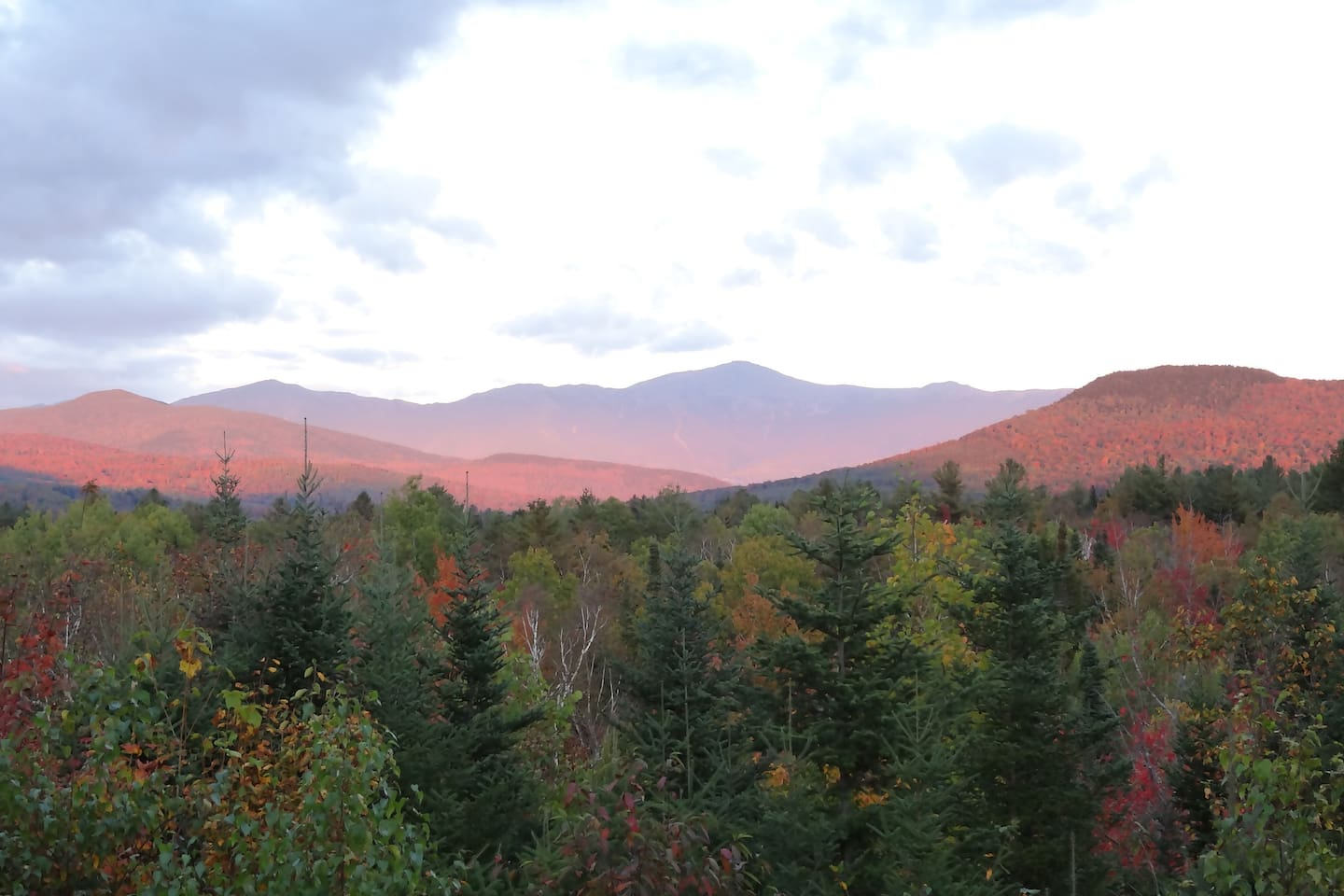 Spectacular view of the Presidential Range in autumn.