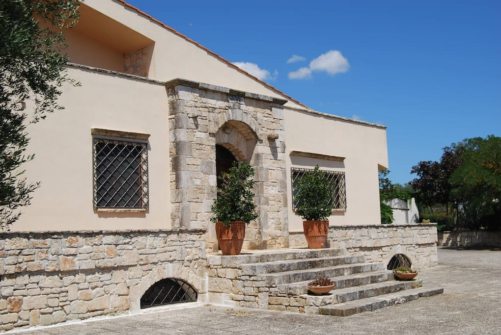 Vista esterna della villa