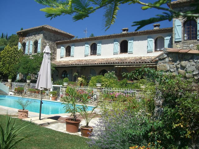 Stunning views and heated pool - Lodève - Leilighet