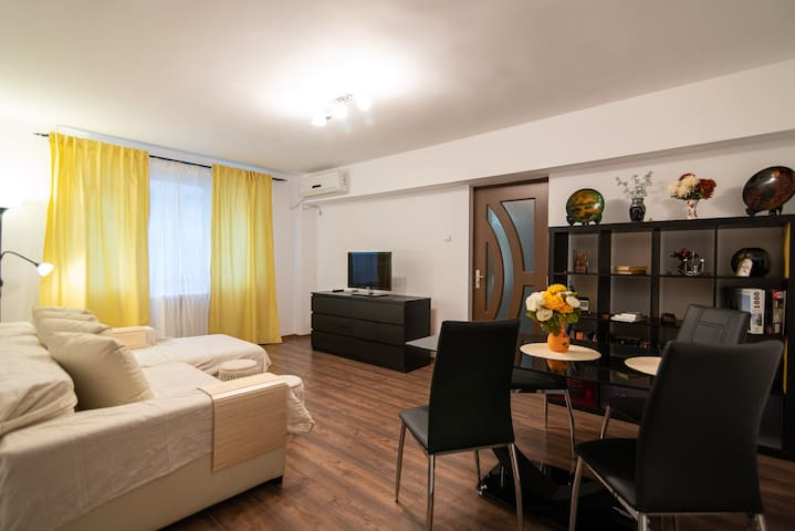 Modern &Quiet 5★ Apartment. 5 Min Walk to Old Town