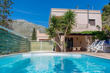 Lovely villa with pool near beach-