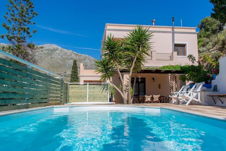 Lovely villa with pool near beach-