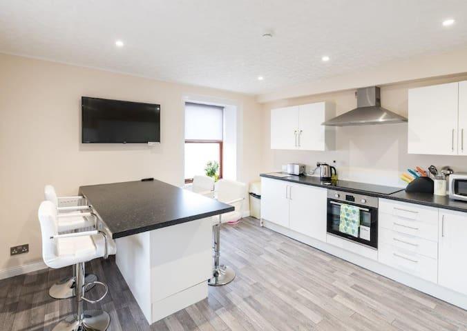 Carnation Double bedroom with en-suite facilities