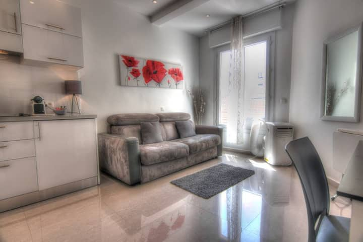 Classic studio - 2 min from Palais -  5M676