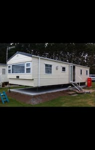 Beautiful 8-Birth Caravan to let West Wales