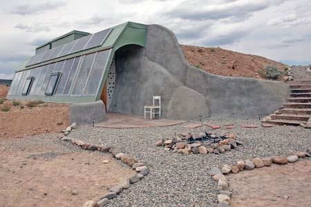 Brand New Studio Earthship - Taos