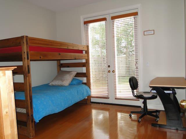 Ocean Breeze House - Bunk Beds Room