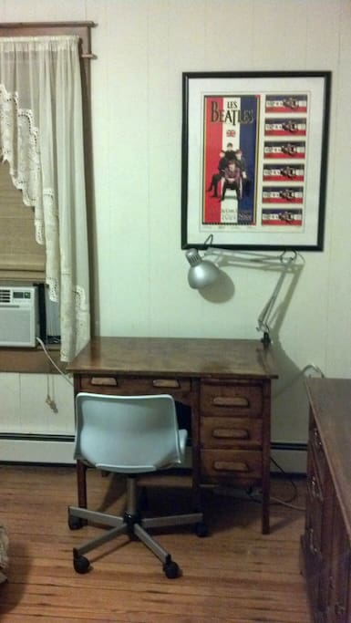 Desk with lamp, Room AC