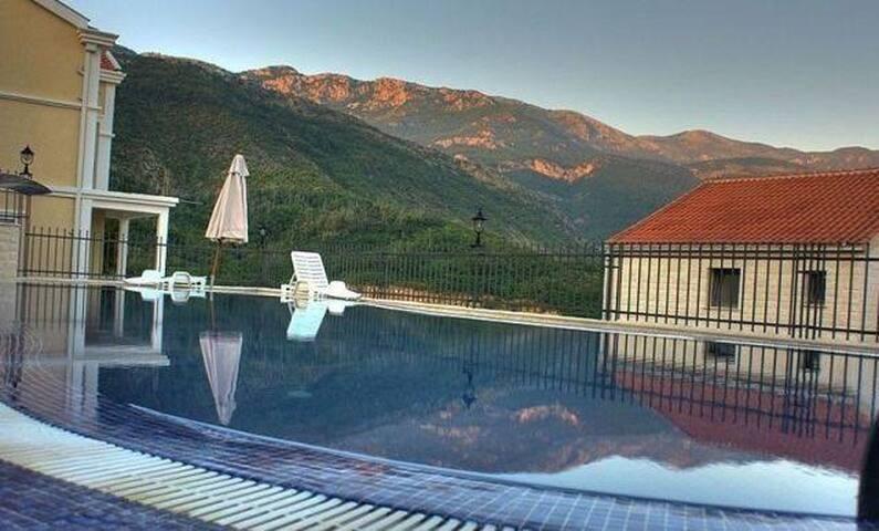Квартира с бассейном/Panoramic view flat with pool