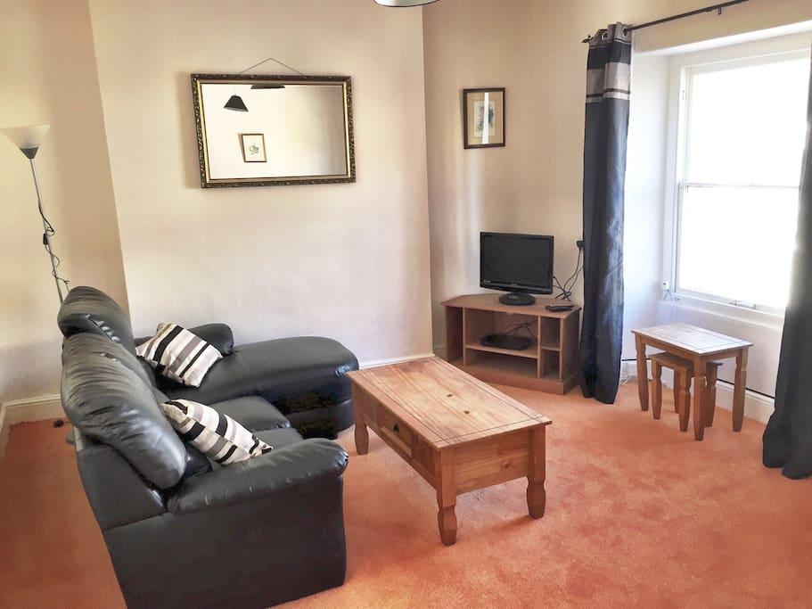 Huge living room with Sky TV and free Wifi
