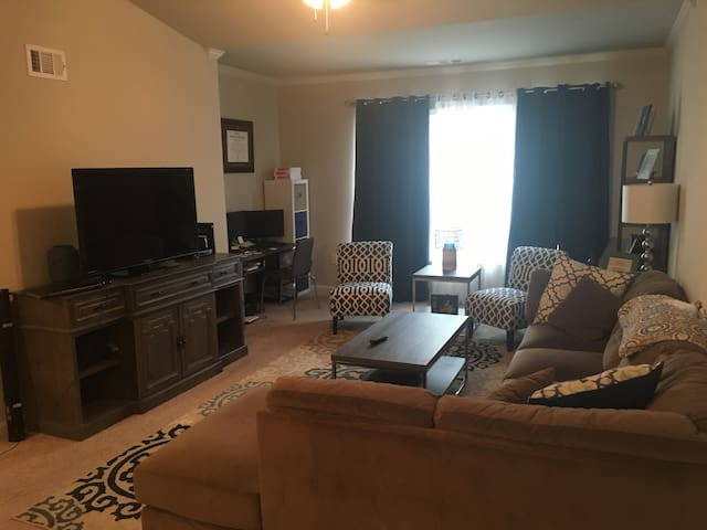 Full apartment right off Alcoa Hwy - Alcoa - Apartamento