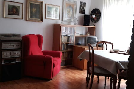 Appartement COMPLET Varese- Lombardie Italie.