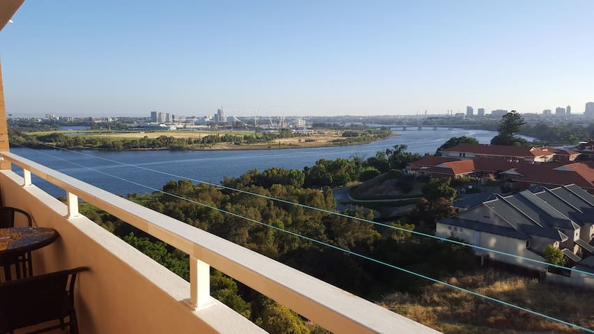 2 bed apartment w/ river city views - Mount Lawley - Byt