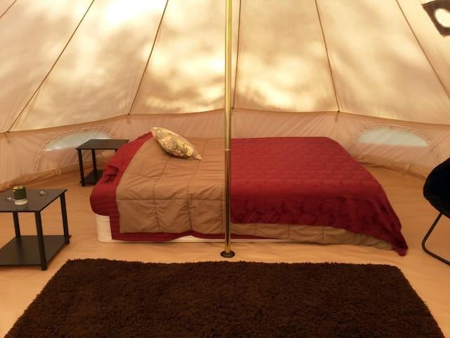 Romantic  Glamping Tent -  Pawpaw Campsite