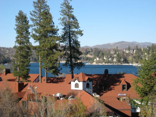 Stunning View Lake,Village n Fireworks on 4 - WiFi - Lake Arrowhead - Apartament