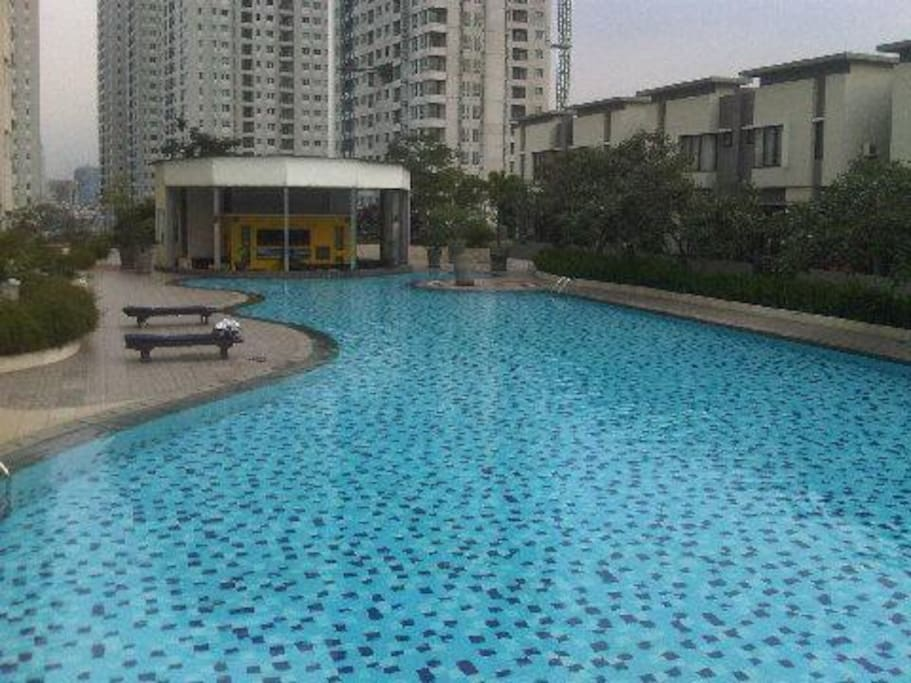 Enjoy free access to the huge swimming pool area located on the 10th floor of the building.