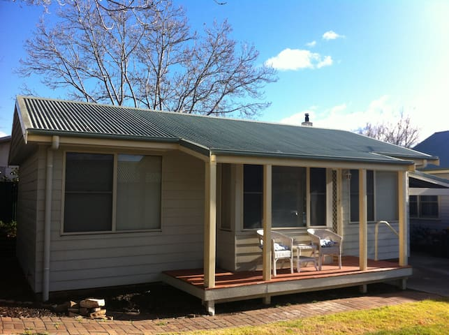 Self contained 1 bedroom annex - Moss Vale - Apartment