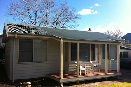 Self contained 1 bedroom annex - Moss Vale