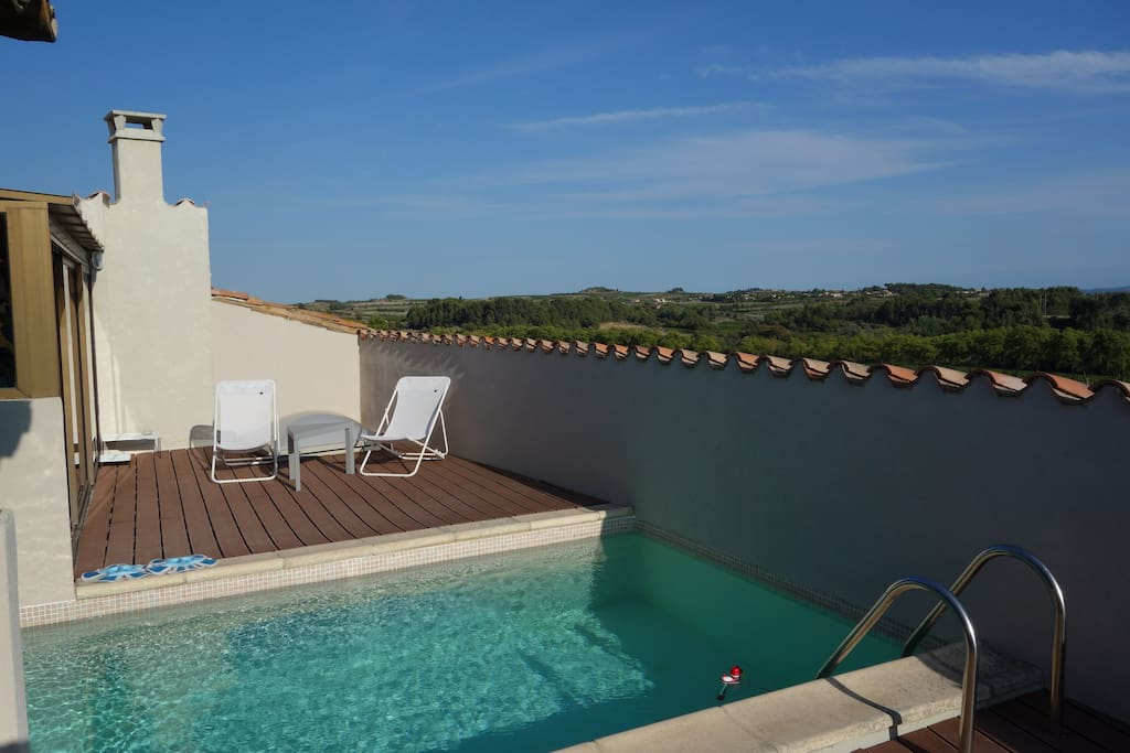 Fort du 12 me vue imprenable houses for rent in pouzols for Piscine 12eme
