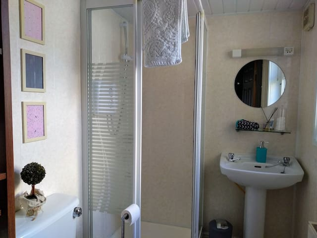 Double room with ensuite, quiet central location