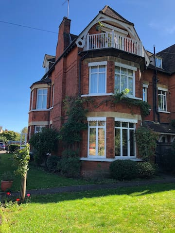 Lovely 2 bedroom period flat in Datchet
